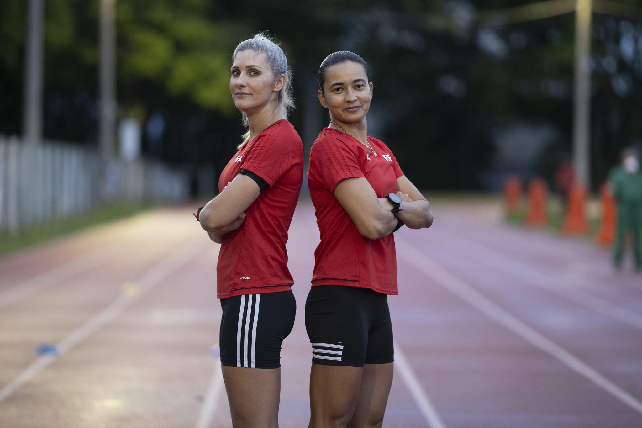 Neuza Bach e Edina Alves durante teste físico para Mundia de Clubes | Foto: Lucas Figueiredo / CPF