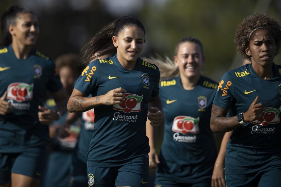 Em alta, Debinha avalia momento especial com a Seleção Brasileira - Olimpia Sports