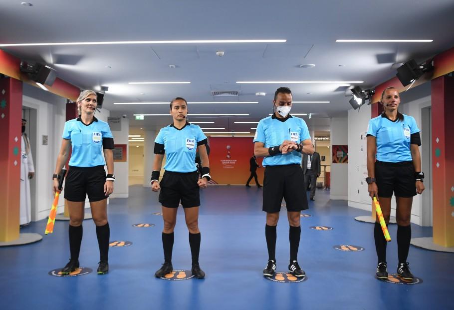 Edina Alves se torna a primeira mulher a ser árbitra de um jogo masculino da FIFA - Olimpia Sports