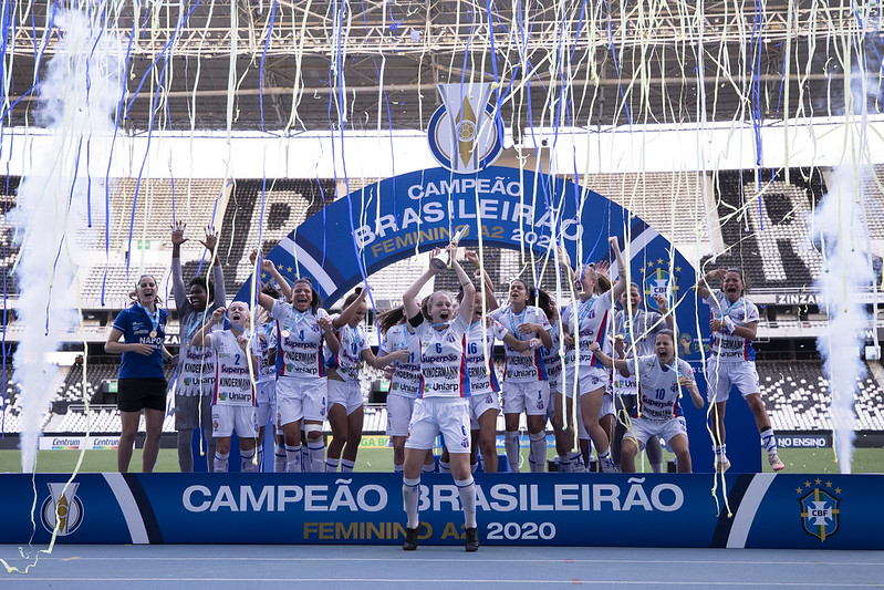 Napoli-SC promove rifa beneficente e sorteia bola da final do Brasileirão - Olimpia Sports