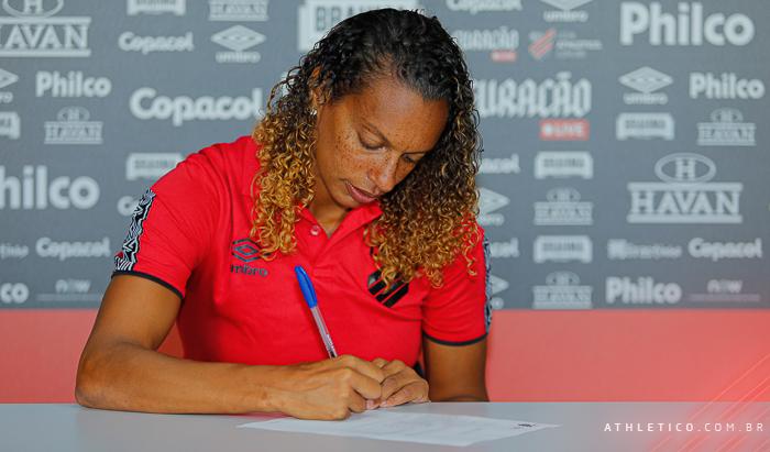 Lenda do futebol feminino, Rosana é a nova técnica das Gurias Furacão - Olimpia Sports