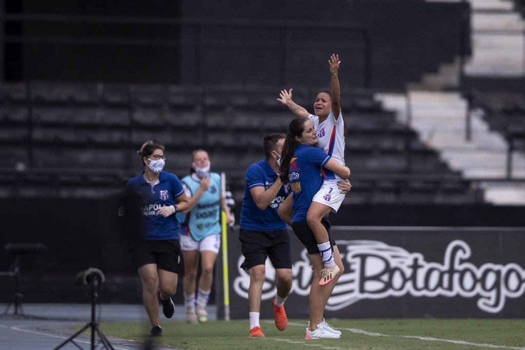 Exclusivo: Carine Bosetti, técnica do Napoli-SC, fala sobre ser a primeira técnica mulher campeã brasileira da Série A2 - Olimpia Sports