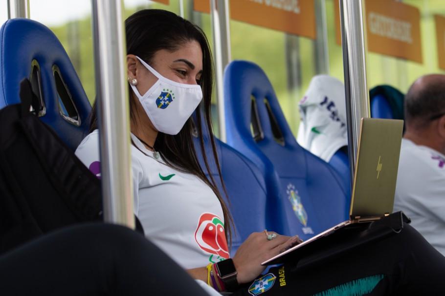 Mayara faz parte do grupo de ex-atletas que atuam na Seleção Brasileira Feminina Créditos: Laura Zago/CBF