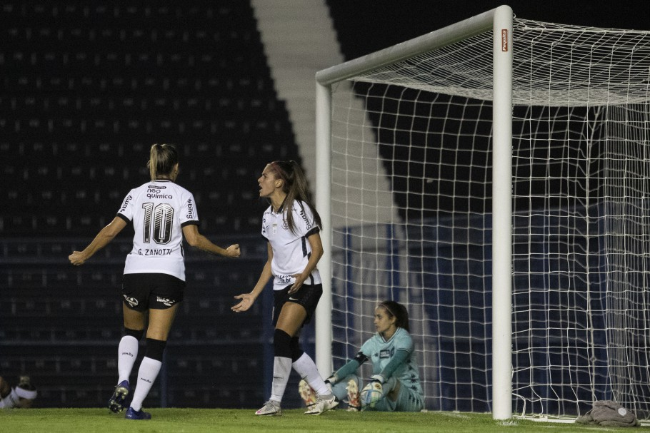Corinthians vence Botafogo e segue na liderança do Brasileirão Feminino  Créditos: Thaís Magalhães/CBF