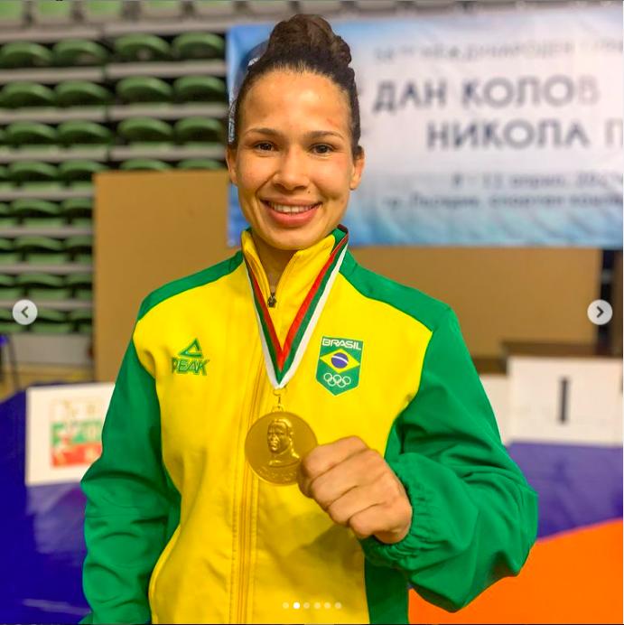 Laís Nunes leva medalha de ouro em torneio na Bulgária