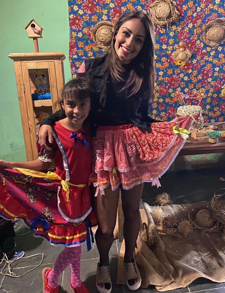 Kamilla e Kamilly, mãe e filha, a caráter, curtindo uma festa junina Créditos: Arquivo Pessoal