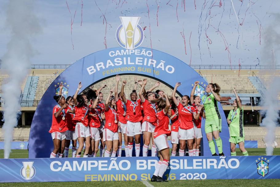 Internacional e Minas Brasília disputaram o título do Brasileiro Feminino Sub-16 neste domingo Créditos: Adriano Fontes/CBF