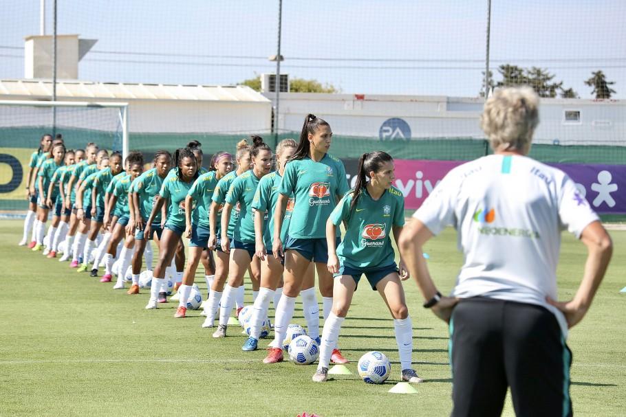 Pia Sundhage comanda primeiro treino da Seleção Feminina Principal com grupo completo. Julia Bianchi e Bia Zaneratto. Créditos: Carolina Brito/CBF