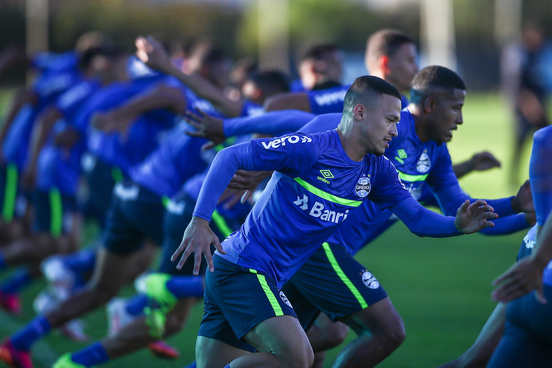 RS - FUTEBOL/TREINO GREMIO - ESPORTES - Jogadores do Gremio realizam treino durante a tarde desta segunda-feira, na preparação para o Campeonato Brasileiro 2021. FOTO: LUCAS UEBEL/GREMIO FBPA