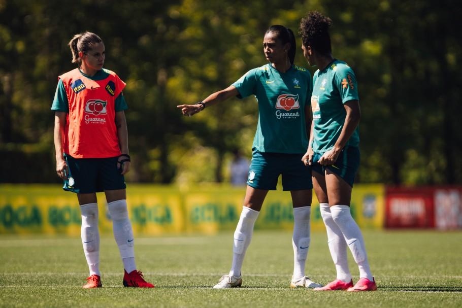 Seleção Feminina Principal faz primeiro treino em Portland. Bruna Benites, Érika e Duda. Créditos: Sam Robles/CBF