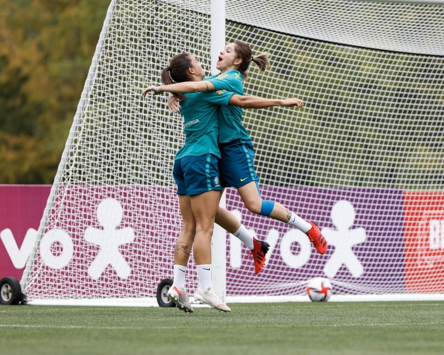 Treino da Seleção Feminina Principal em Portland. Rafaelle e Erika Créditos: Sam Robles/CBF
