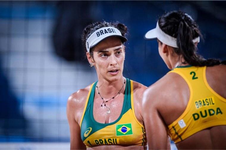 Ágatha e Duda estão em terceiro no grupo C. Foto: FIVB