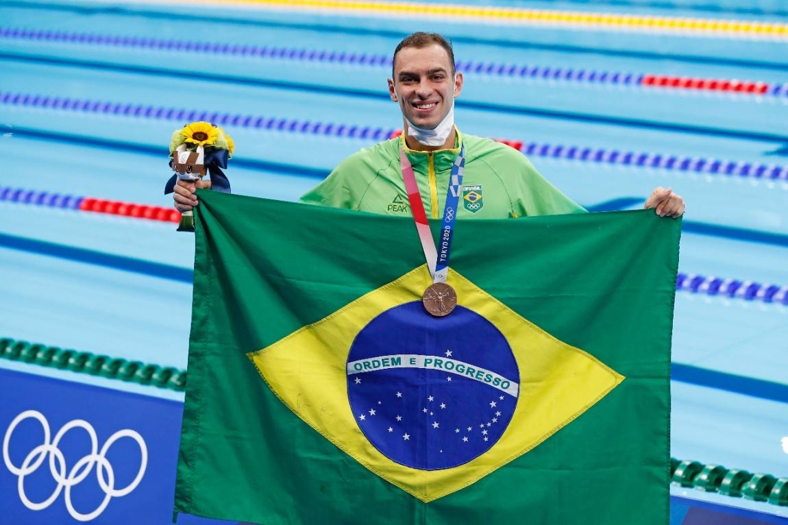 Brasileiro fez a prova na raia oito, no canto da piscina, e chegou ao pódio com recorde sul-americano. Foto: Satiro Sodré/CBDA