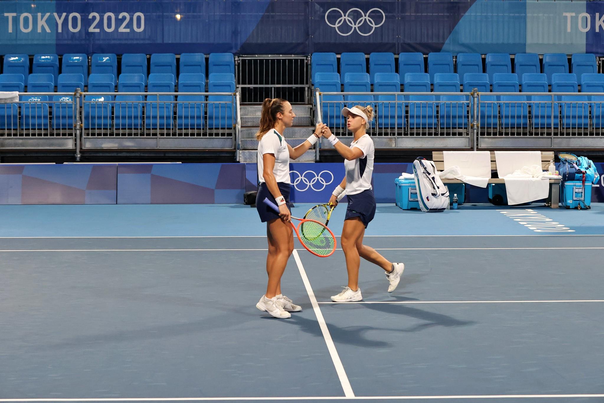 Luisa Stefani e Laura Pigossi já somam duas vitórias no torneio e estão nas quartas de final. Foto: Breno Barros/rededoesporte.gov.br