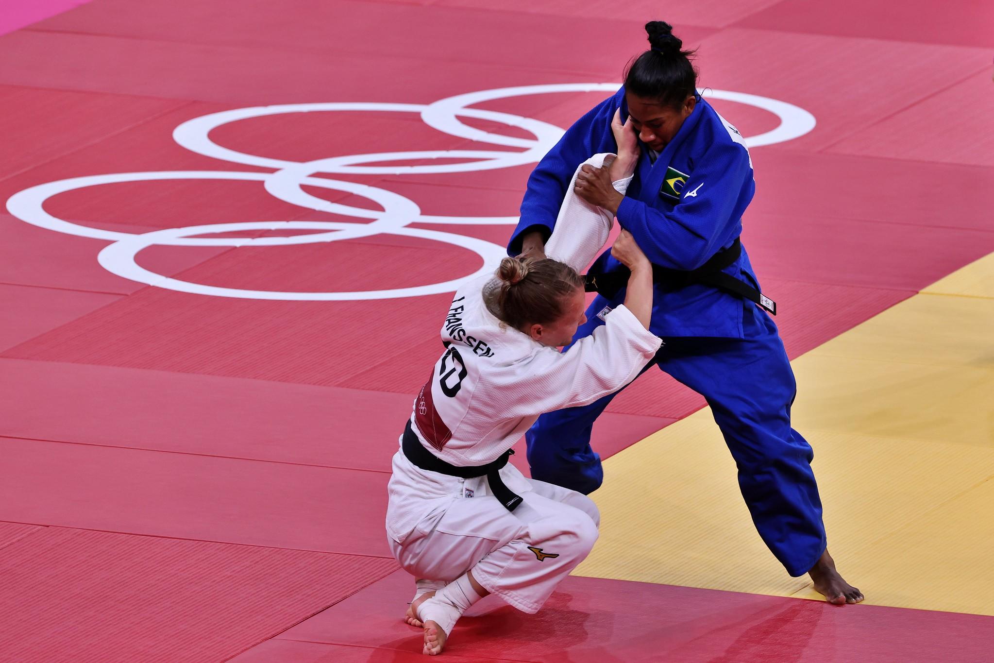 Ketleyn precisava vencer a holandesa Franssen para entrar na briga pelo bronze, mas acabou sofrendo uma imobilização. Foto: Breno Barros/rededoesporte.gov.br