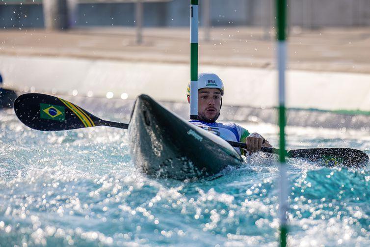 28.07.2021 - Jogos Olímpicos Tóquio 2020 - Tóquio - Kasai Canoe Slalom Park - Na foto o atleta Pepe Gonçalves do Time Brasil durante a segunda rodada das eliminatórias da categoria K1 da canoagem slalom. Foto: Míriam Jeske/COB