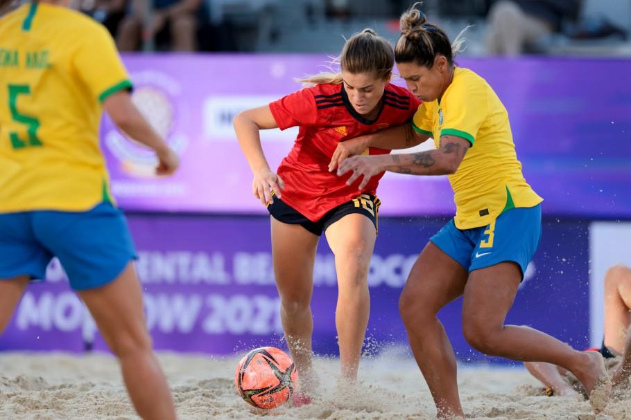 Na estreia contra as líderes do ranking mundial, vitória por 3 a 2 Créditos: Beach Soccer World Wide
