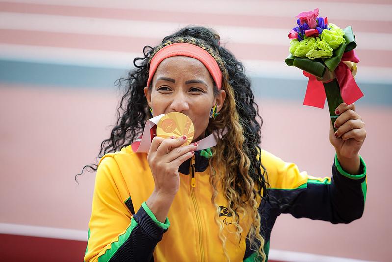 Silvânia Costa - salto em distância medalha de ouro