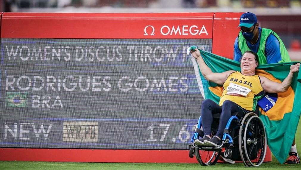 Beth Gomes brilha em Tóquio, bate o recorde mundial e conquista a 99ª medalha de ouro do Brasil na história dos Jogos Paralímpicos - Olimpia Sports