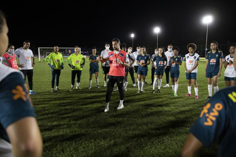 as comandadas do técnico Jonas Urias, além dos treinamentos diários, disputarão dois jogos-treinos na capital federal