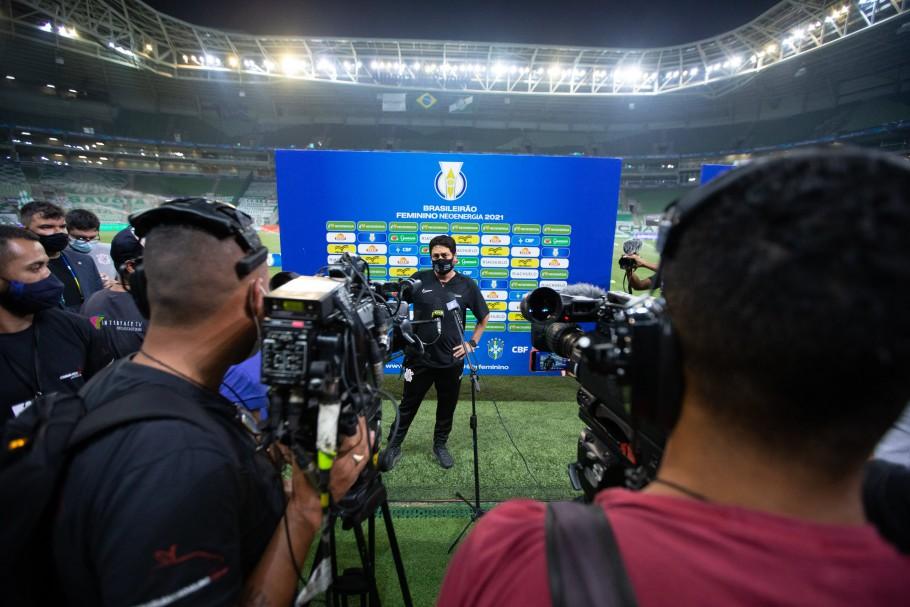 Finais do Brasileirão Feminino tiveram quatro equipes de transmissão ao vivo Créditos: Rebeca Reis e Livia Villas Boas / Staff Images Woman / CBF