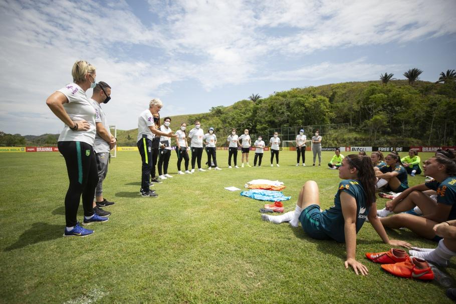 Pia Sundhage e Comissão Técnica acompanham treino da Seleção Feminina Sub-17 em Pinheiral Créditos: Thais Magalhães/CBF