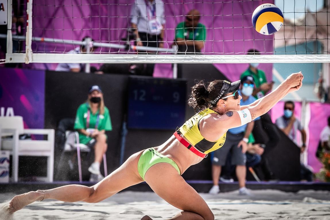Ágatha e Duda ficaram nas quartas de final. Foto: FIVB/Divulgação
